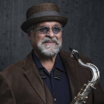 LOVANO-DEBUTS-INTIMITE-BEAUTY-OF-TRIO-TAPESTRY